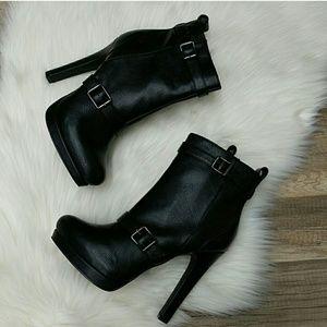 SIMPLY VERA WANG black heeled ankle booties